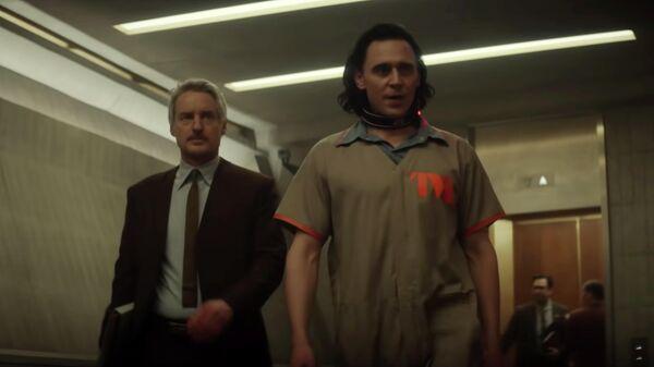 """Introducing Agent Mobius"" Clip   Marvel Studios' Loki   Disney+. Кадр видео"