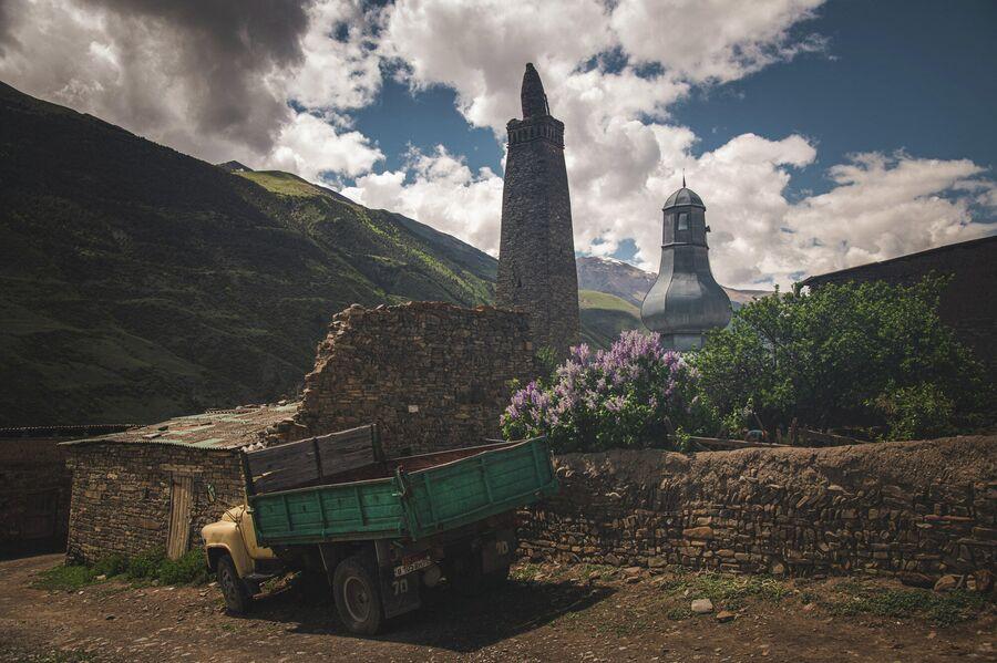 Древняя мечеть в селе Хрюг, южный Дагестан