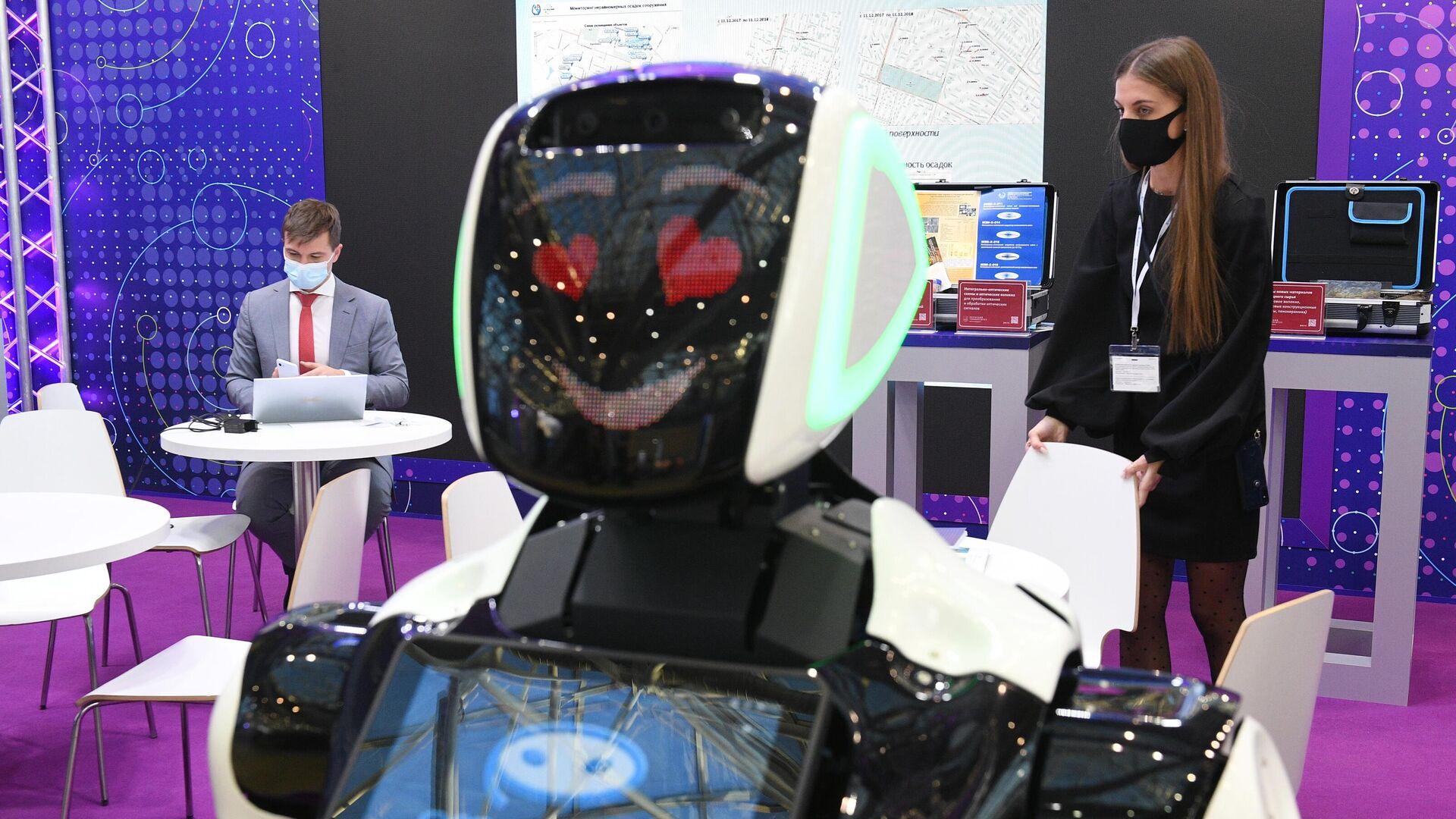 Робот компании Промобот представлен на выставке ВУЗПРОМЭКСПО в Москве - РИА Новости, 1920, 18.05.2021
