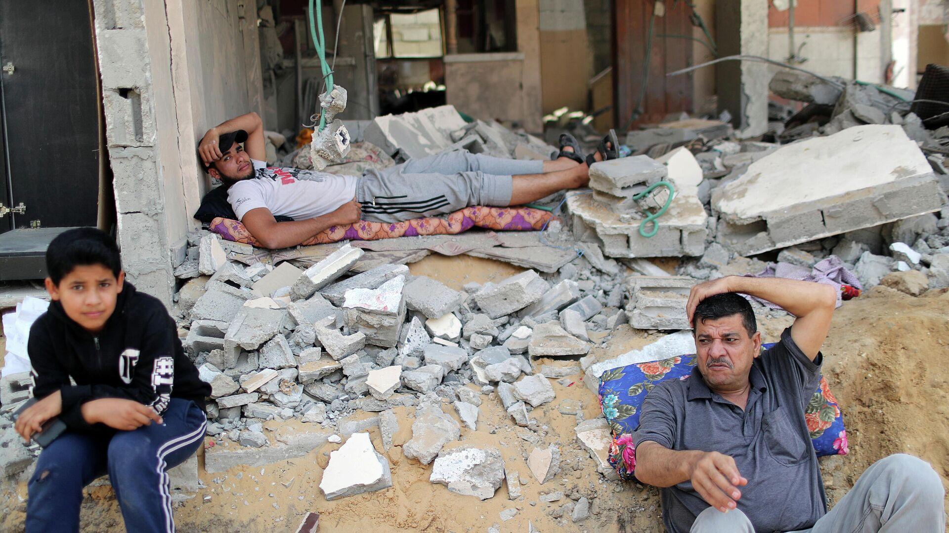 Палестинцы вернулись в свой разрушенный дом после объявления о прекращении огня между Израилем и ХАМАС - РИА Новости, 1920, 30.05.2021