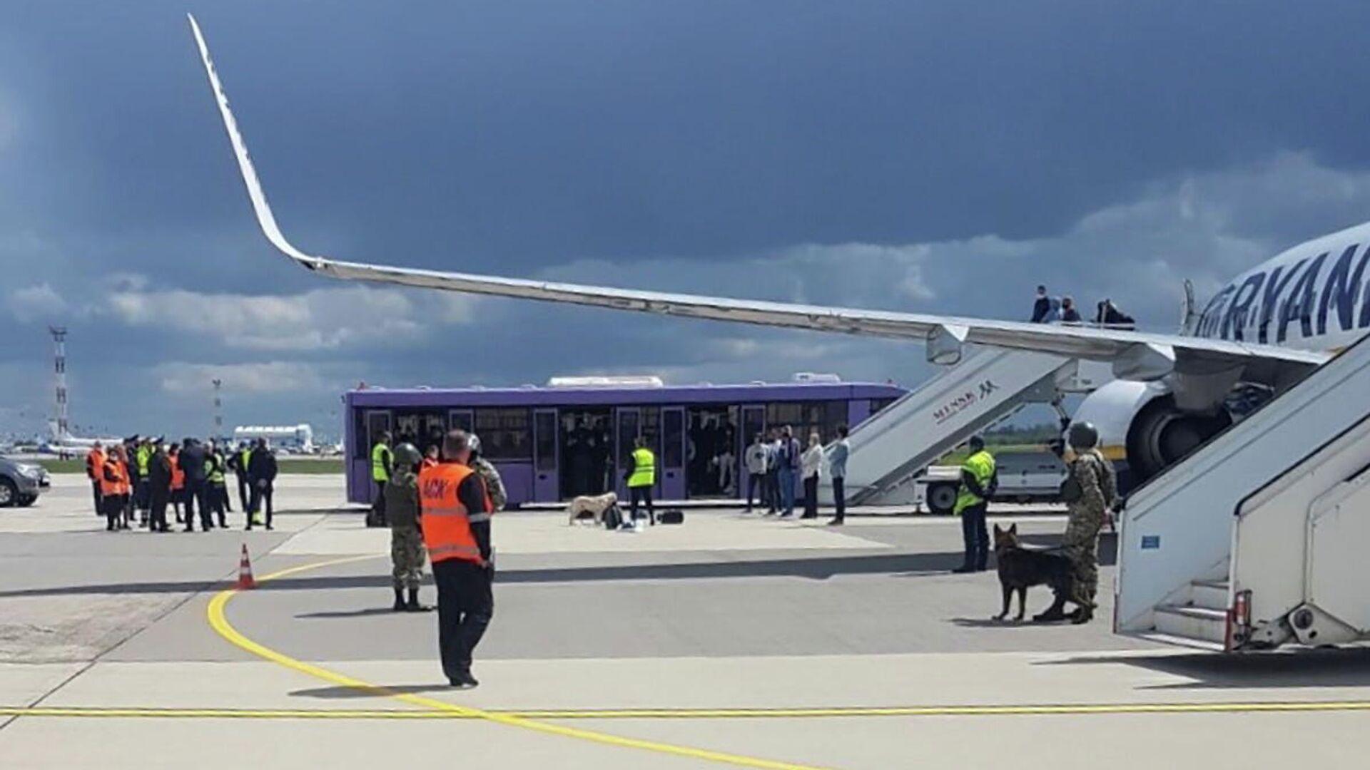 Лавров обсудил с главой МИД Белоруссии ситуацию с самолетом Ryanair