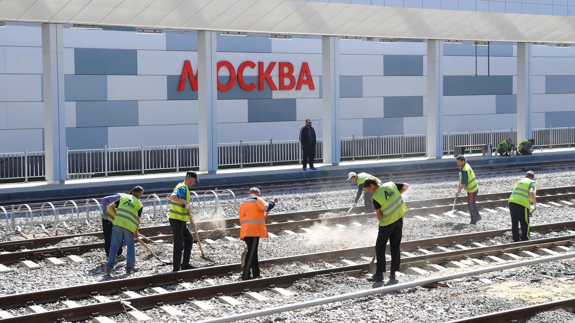 Рабочие на строительной площадке нового вокзального комплекса Восточный в Москве - РИА Новости, 1920, 26.07.2021