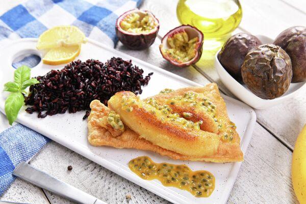 Традиционное блюдо Мадейры - рыба с жареным бананом