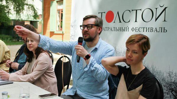 Дмитрий Волкострелов на пресс-конференции фестиваля Толстой в Музее-усадьбе Л.Н. Толстого в Хамовниках