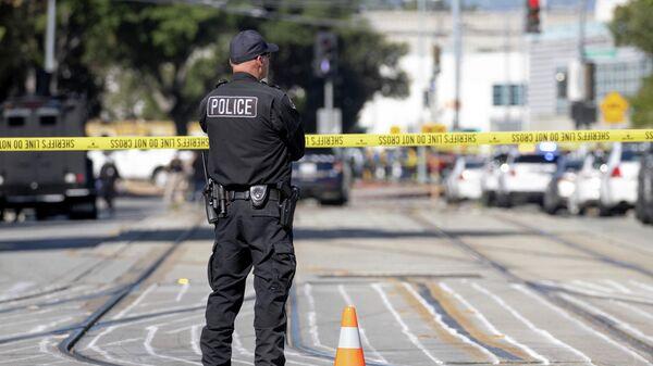 Сотрудник полиции на месте стрельбы в Сан-Хосе, США