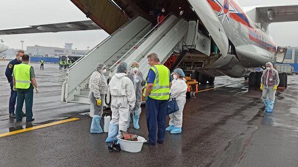 Спецборт Ил-76 МЧС России доставил российских граждан из аэропорта вблизи сектора Газа в Москву