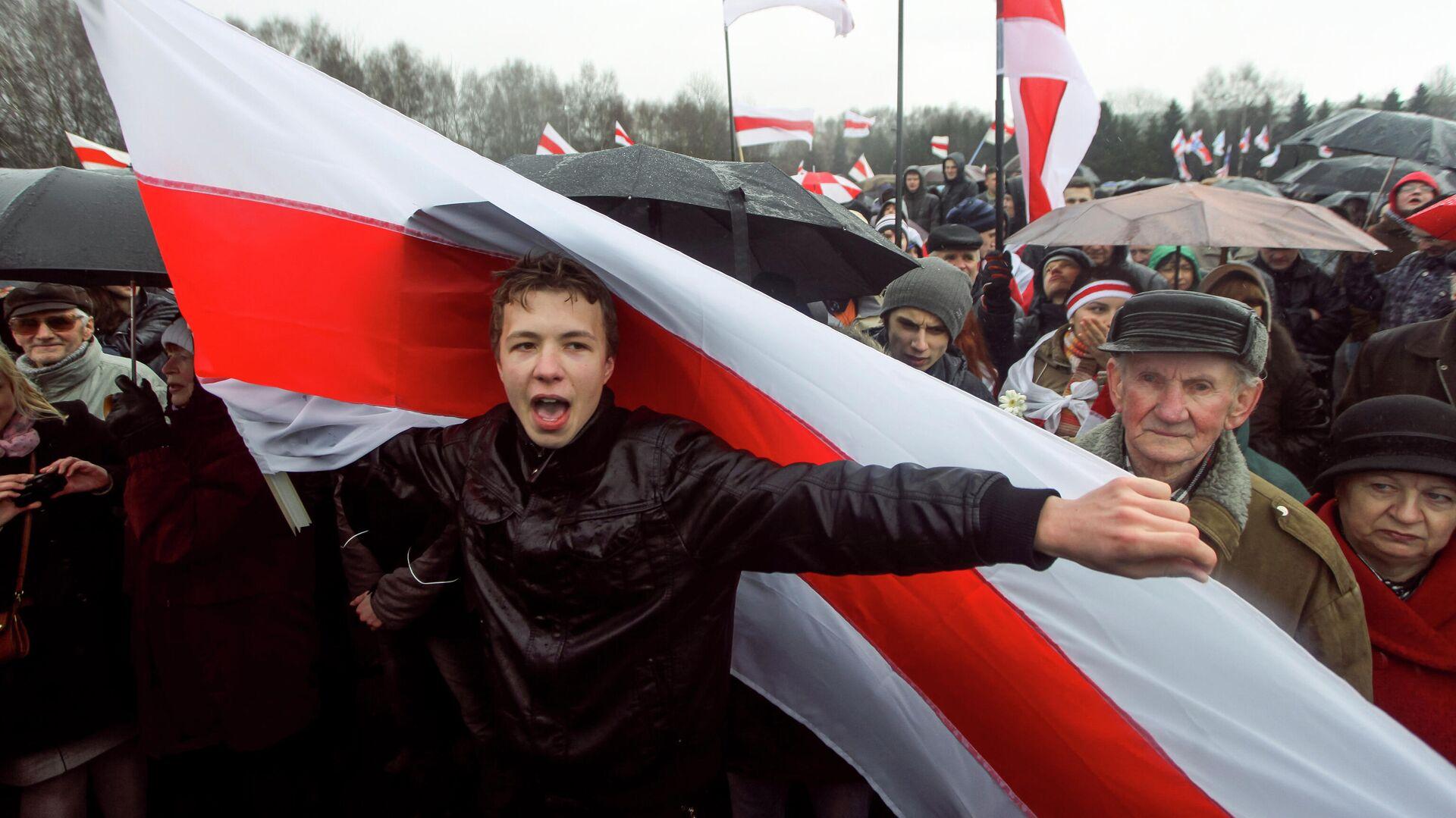 Активист Роман Протасевич во время акции протеста в Минске - РИА Новости, 1920, 04.06.2021