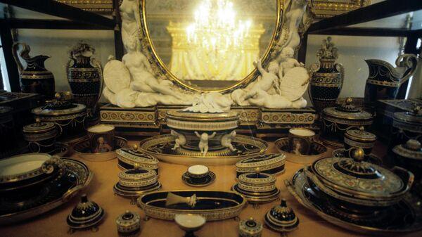 Туалетный прибор. Франция, 1782 год. Подарок Людовика XVI и Марии Антуанетты великой княгине Марии Федоровне и великому князю Павлу Петровичу.