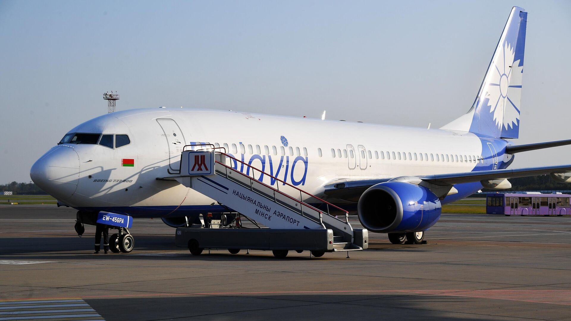 Самолет Boeing 737-800 белорусской авиакомпании Белавиа в национальном аэропорту Минск - РИА Новости, 1920, 27.07.2021