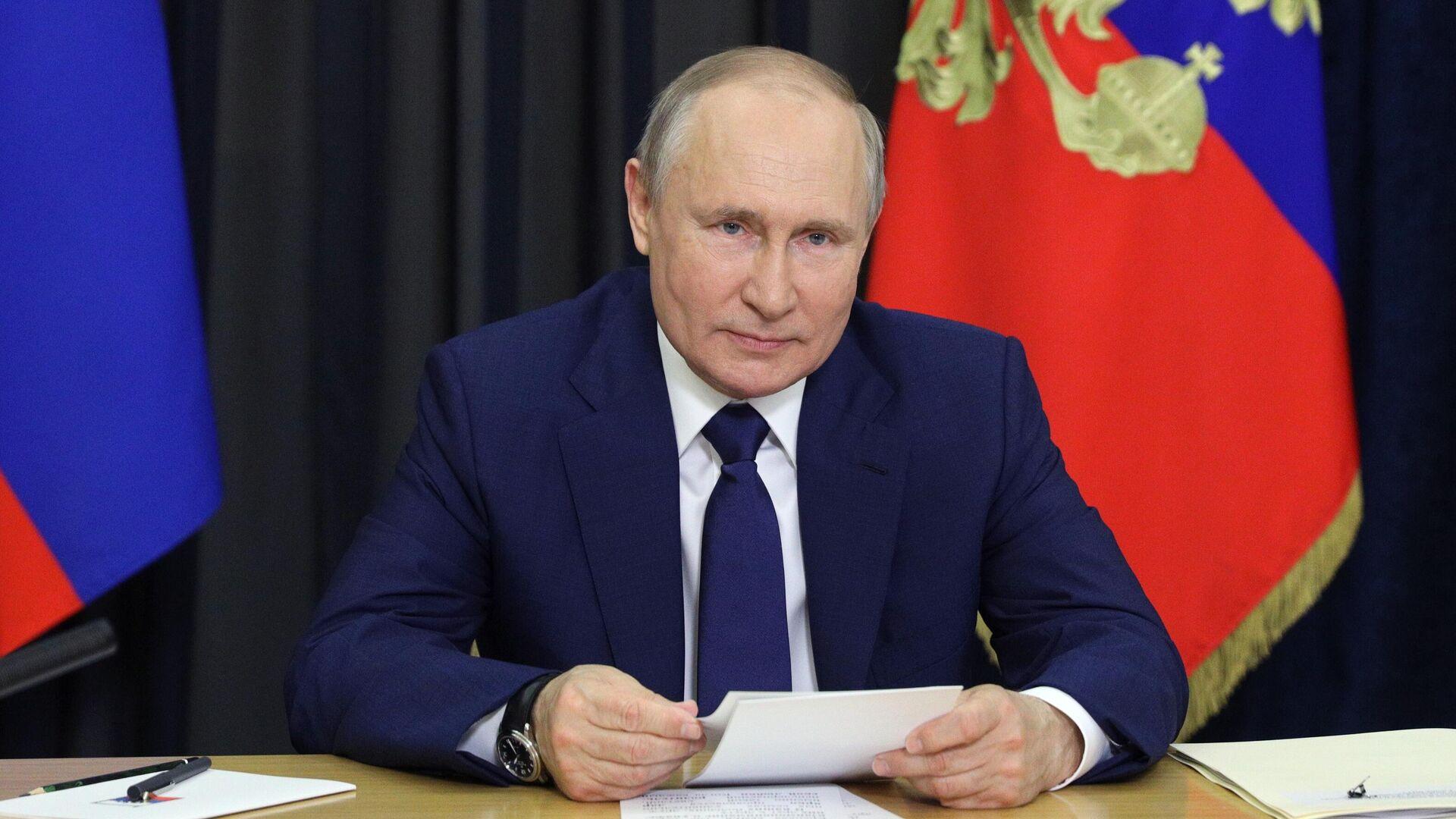 Президент РФ Владимир Путин во время встречи в режиме видеоконференции с семьями, награждёнными орденом Родительская слава - РИА Новости, 1920, 20.06.2021