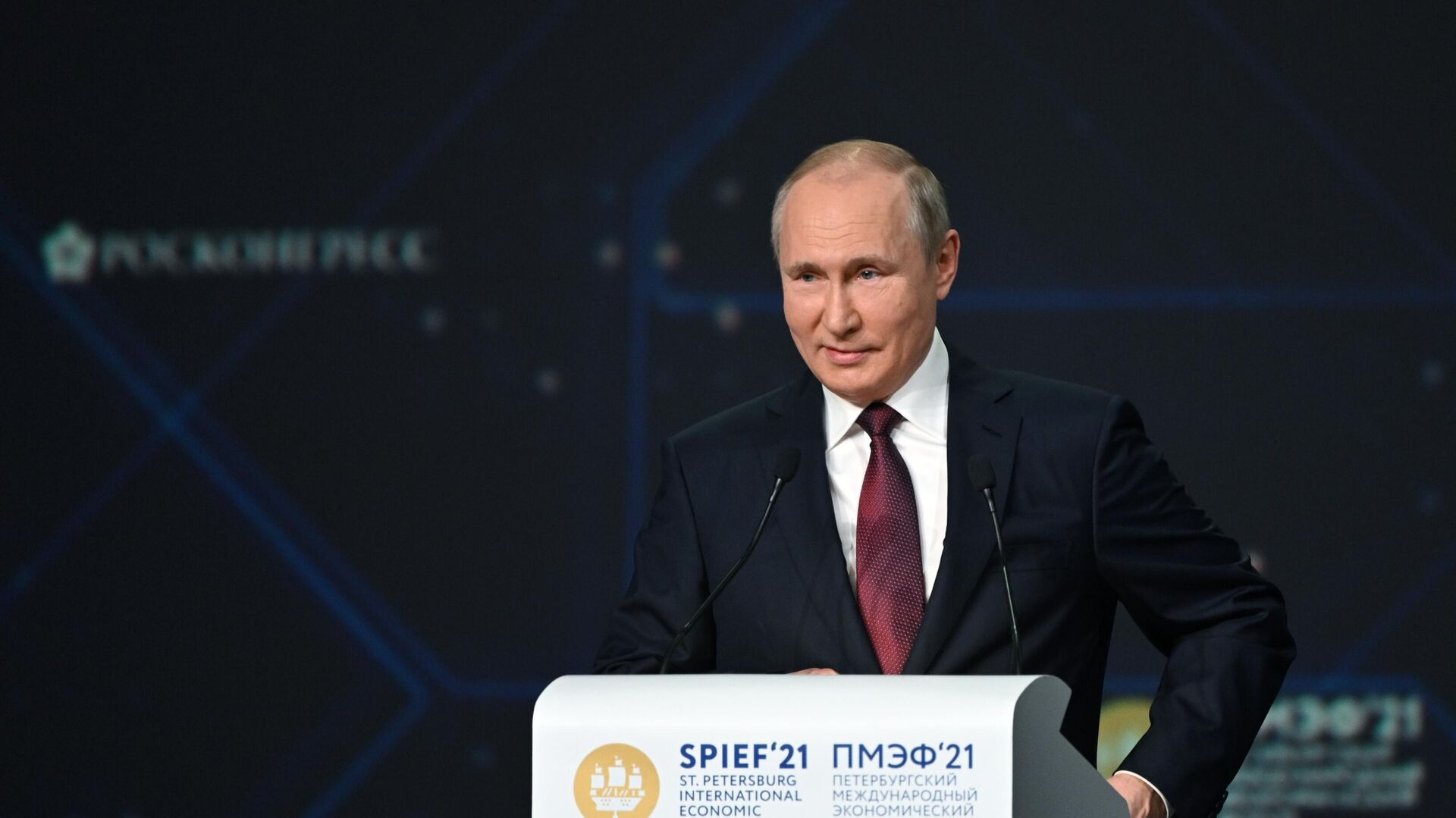 Президент РФ Владимир Путин выступает на пленарном заседании в рамках Петербургского международного экономического форума - 2021 - РИА Новости, 1920, 06.06.2021
