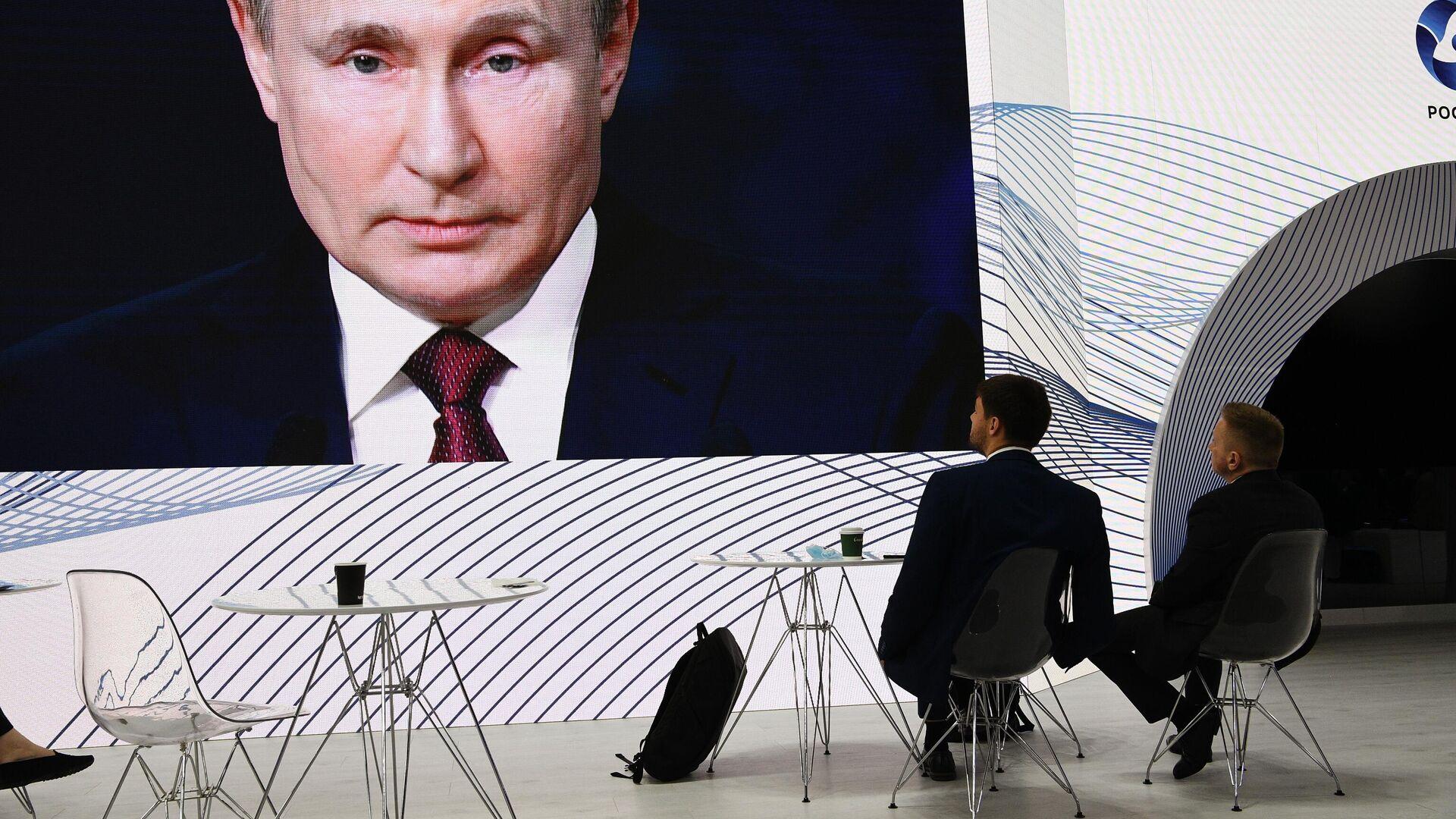 Президент РФ Владимир Путин принял участие в мероприятиях Петербургского международного экономического форума - РИА Новости, 1920, 04.06.2021