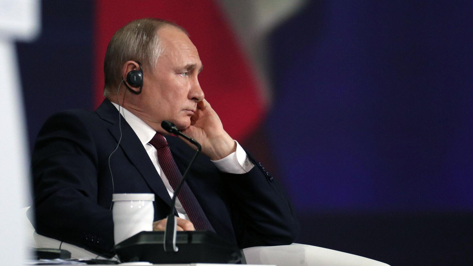 Президент РФ Владимир Путин на пленарном заседании в рамках Петербургского международного экономического форума - 2021 - РИА Новости, 1920, 13.06.2021