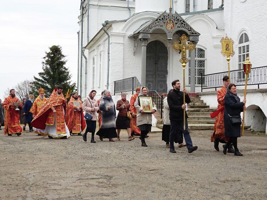 Крестный ход у Свято-Троицкого собора