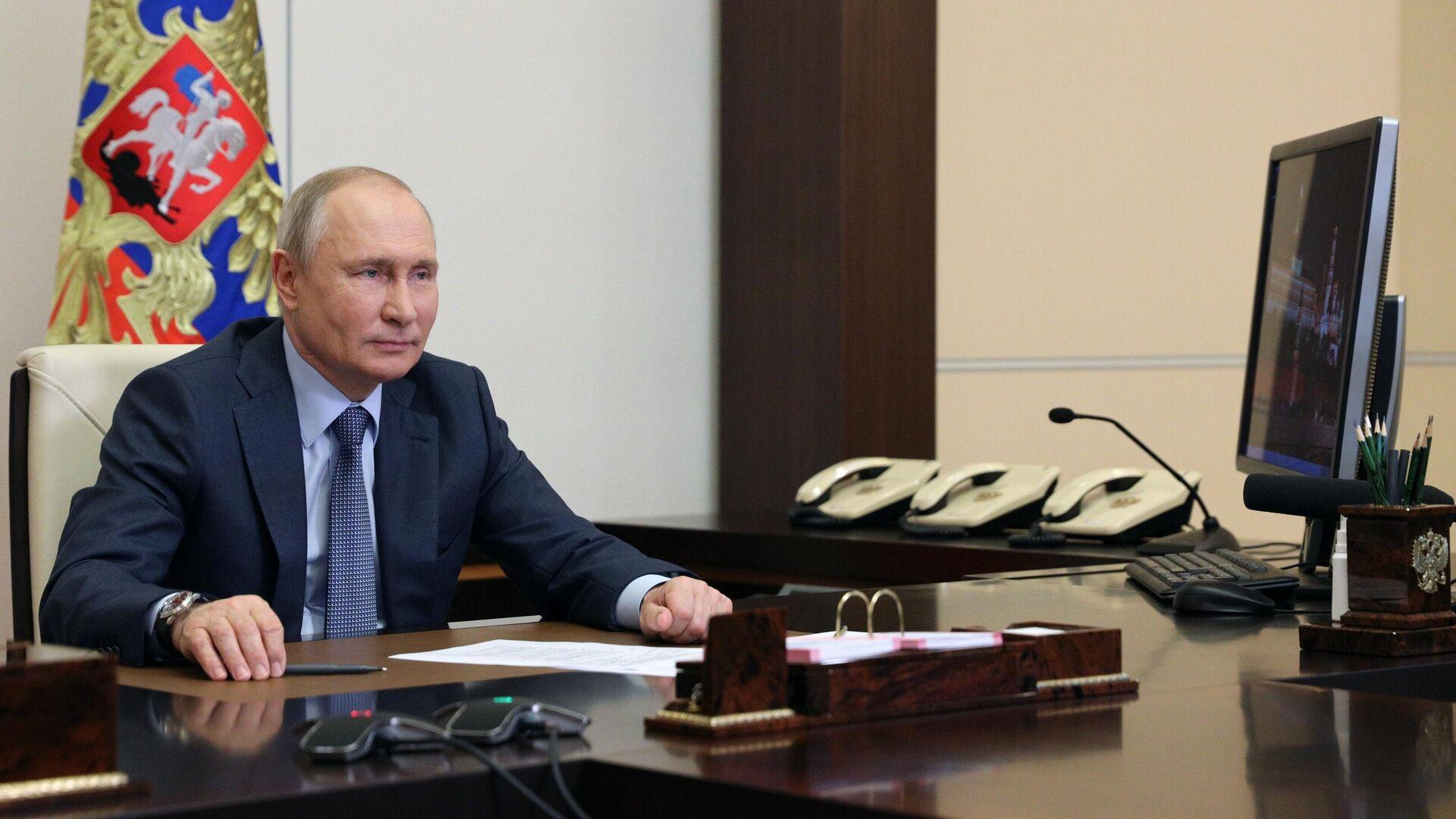 Президент РФ Владимир Путин во время встречи в режиме видеоконференции с представителями социальных организаций - РИА Новости, 1920, 11.06.2021