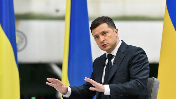 Президент Украины Владимир Зеленский во время пресс-конференции по итогам двух лет пребывания в должности главы государства