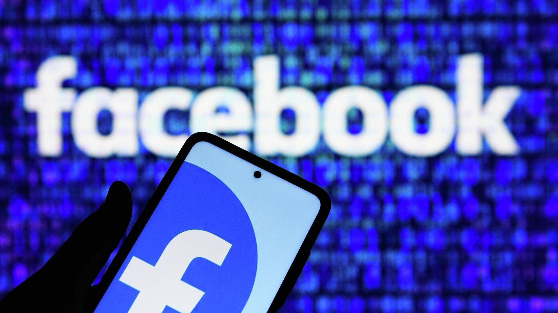 Приложение социальной сети Facebook в мобильном телефоне - РИА Новости, 1920, 12.07.2021