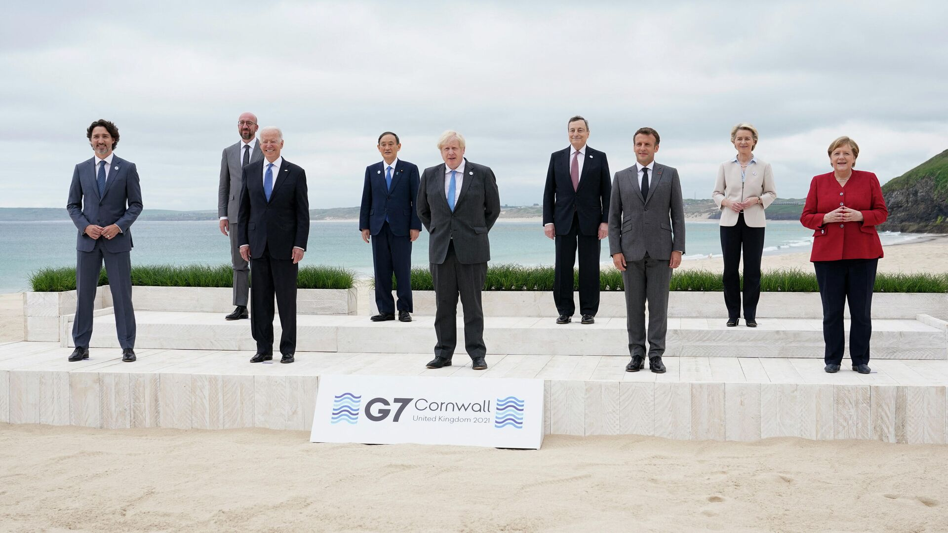 Лидеры стран-участниц G7 на церемонии фотографирования в в Карбас-Бее, Великобритания  - РИА Новости, 1920, 11.06.2021