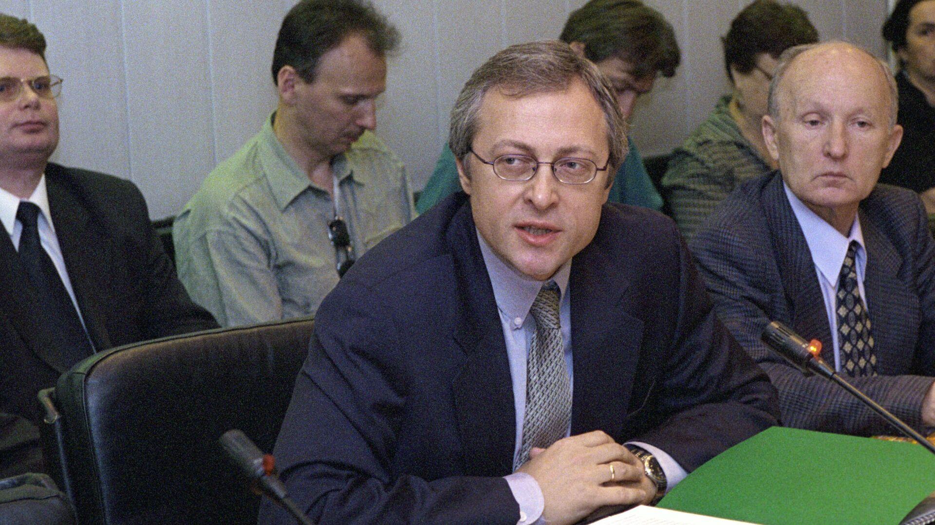 Путин продлил срок гражданской службы Игорю Неверову