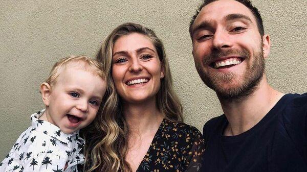Кристиан Эриксен с женой Сабриной и сыном Альфредом