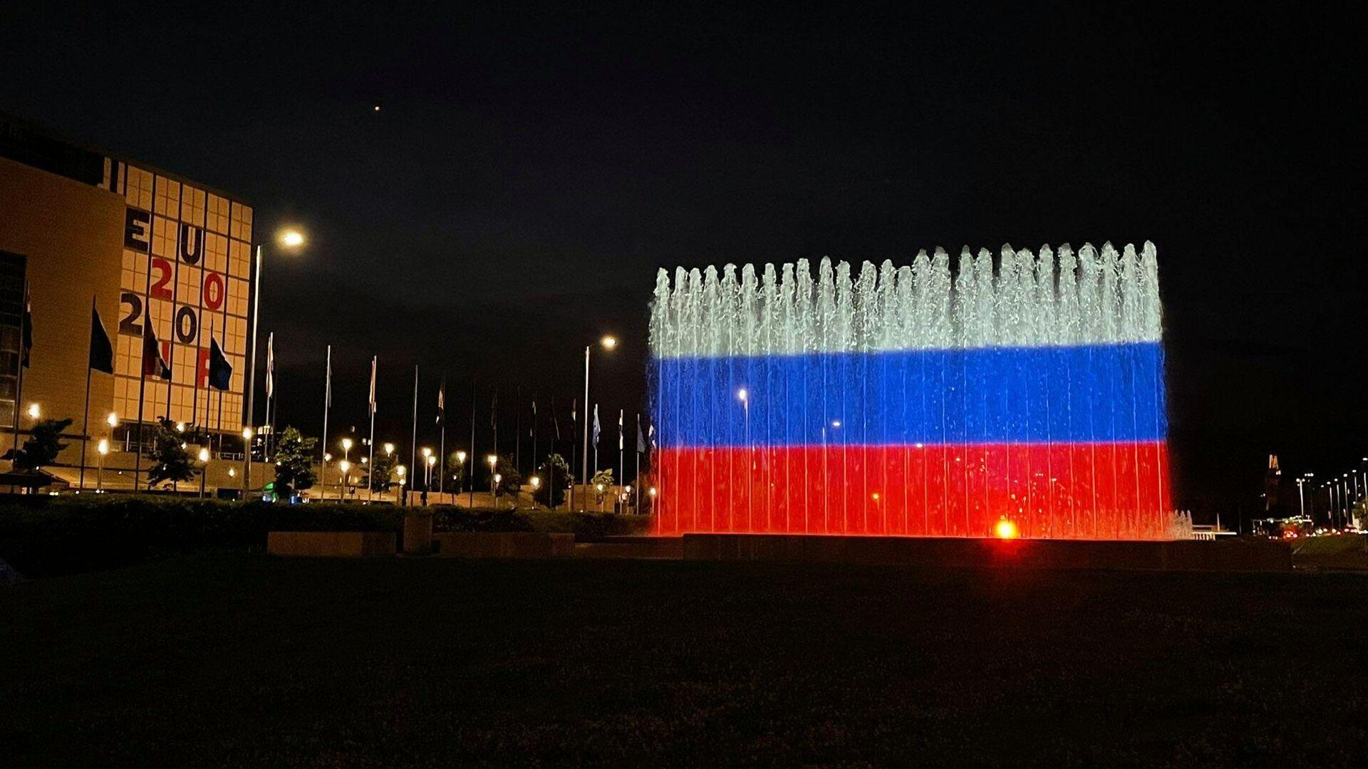 Фонтан в Загребе подсветили цветами российского триколор в честь Дня России  - РИА Новости, 1920, 13.06.2021
