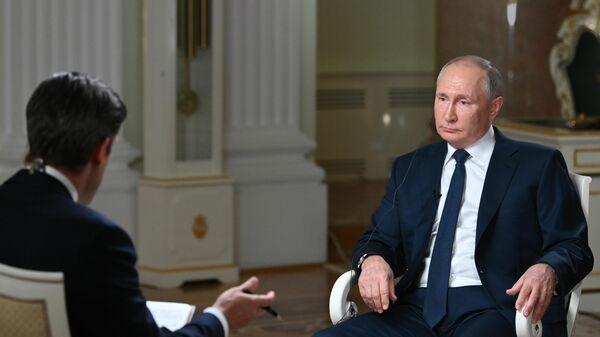 Президент РФ Владимир Путин отвечает на вопросы журналиста телекомпании NBC