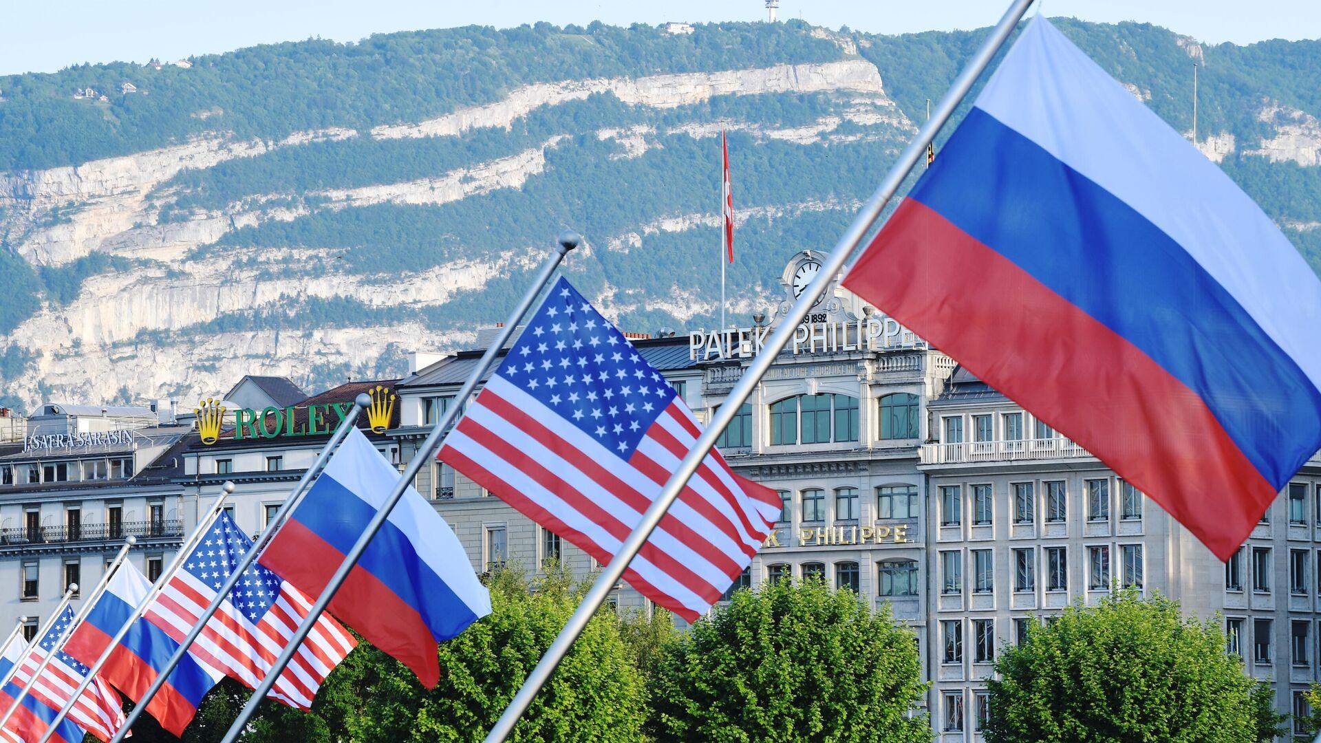 Флаги России и США на мосту Монблан в Женеве, вывешенные в преддверии саммита президента России Владимира Путина и президента США Джо Байдена - РИА Новости, 1920, 24.06.2021