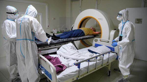 Кабинет компьютерной томографии в резервном госпитале для лечения больных коронавирусом в автомобильном торговом центре (АТЦ) Москва