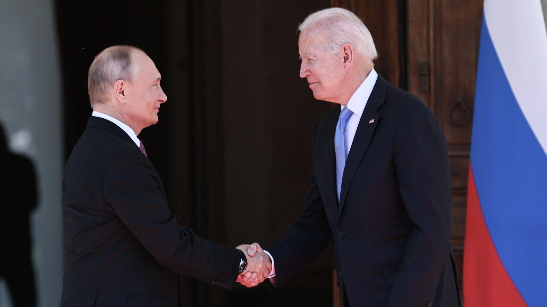 Президент РФ Владимир Путин и президент США Джо Байден во время встречи в Женеве на вилле Ла Гранж - РИА Новости, 1920, 23.06.2021