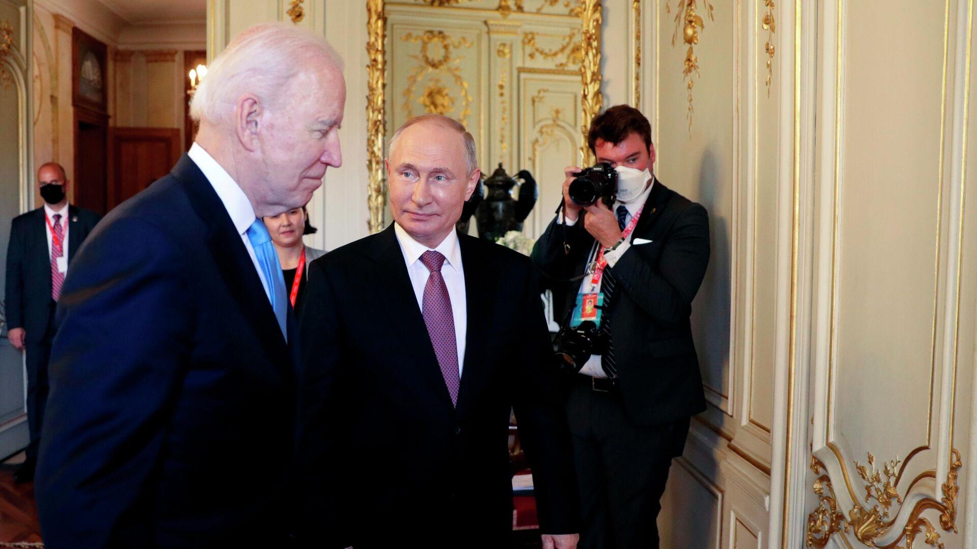 Президент РФ Владимир Путин и президент США Джо Байден перед началом российско-американских переговоров в расширенном составе на вилле Ла Гранж в Женеве - РИА Новости, 1920, 17.06.2021