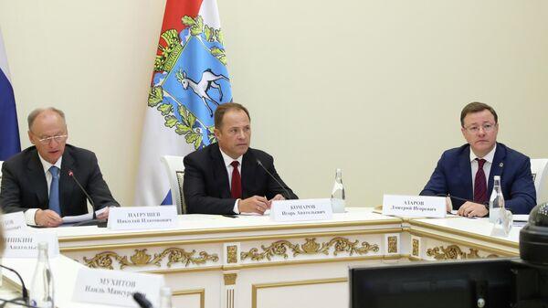 Губернатор Самарской области Дмитрий Азаров на совещание по вопросам экологической безопасности в Самаре