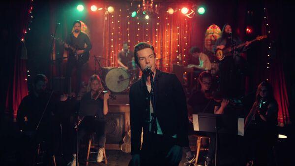 Кадр из клипа The Killers Dustland