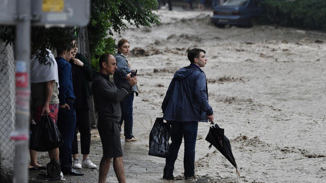 В Крыму из-за ливней эвакуировали почти две тысячи человек