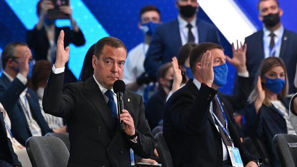 Председатель партии Единая Россия, заместитель председателя Совета безопасности РФ Дмитрий Медведев на пленарном заседании XX Съезда партии Единая Россия