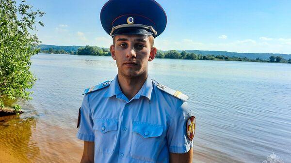 Младший сержант полиции Денис Кормилкин спас тонувших в реке пятерых детей и пятерых взрослых в Марий Эл