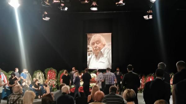 Кадры церемонии прощания с тележурналистом Анатолием Лысенко в Останкино