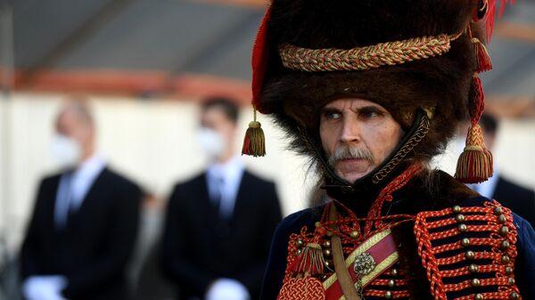 Актер на церемонии передачи останков соратника Наполеона генерала Гюдена