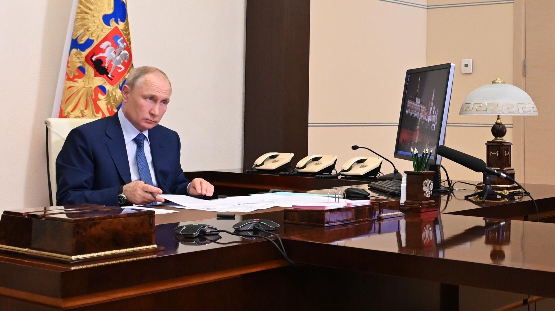 Президент РФ Владимир Путин во время рабочей встречи в режиме видеоконференции с главой Чеченской Республики Рамзаном Кадыровым - РИА Новости, 1920, 24.06.2021