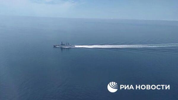 Британский эсминец Defender, нарушивший границу у Крыма. Кадр видео