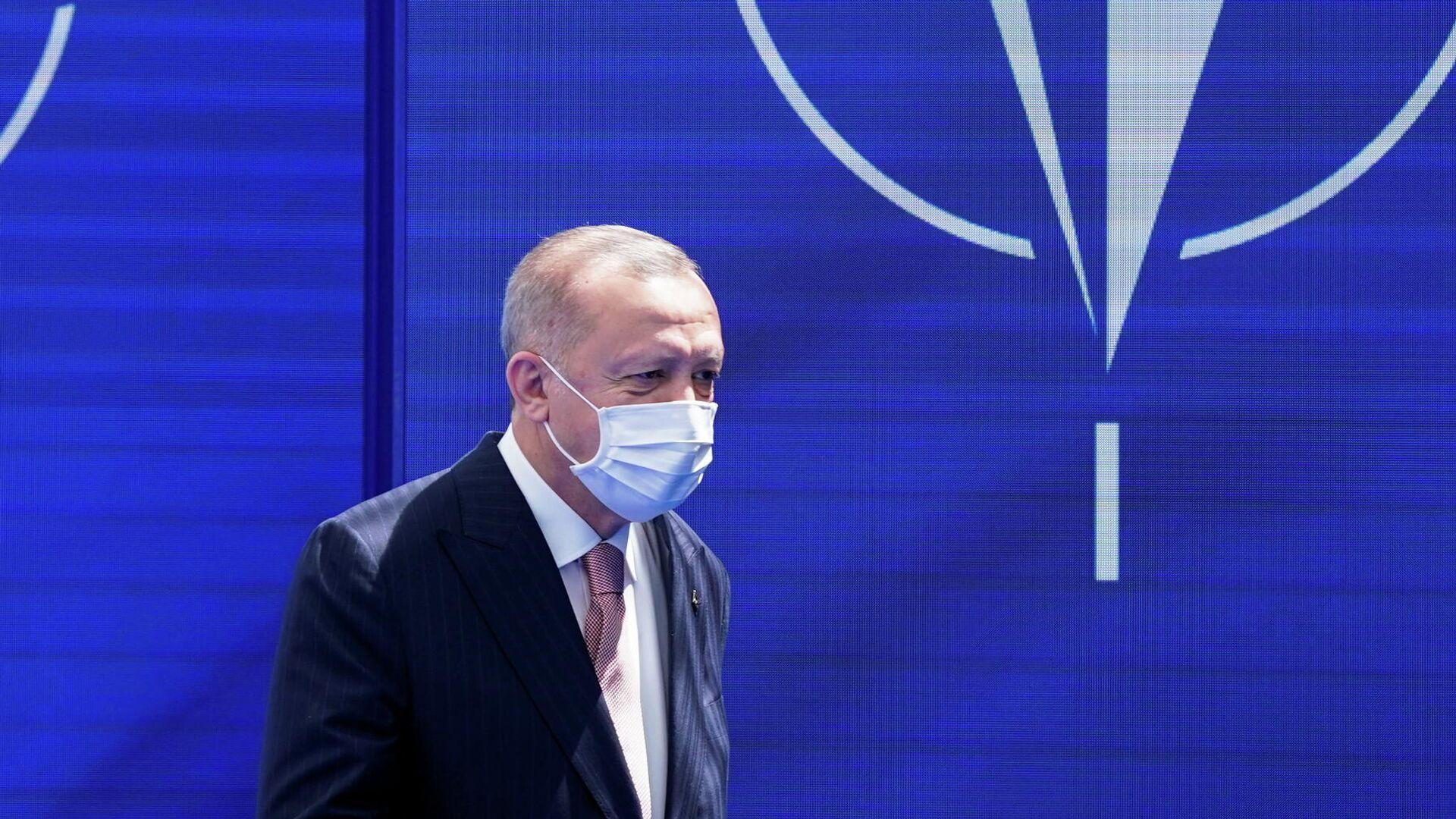Президент Турции Реджеп Тайип Эрдоган на саммите НАТО в штаб-квартире в Брюсселе - РИА Новости, 1920, 26.06.2021