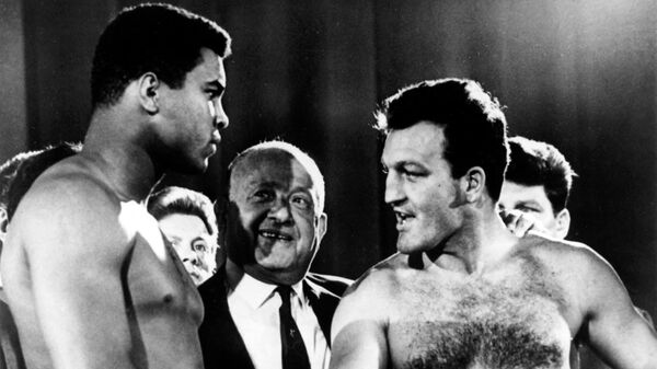 US Heavyweight boxer Muhammad Ali (L) and English Heavyweight boxer Brian London (R) shake hands before their fight at Earls Court Arena in London on August 6, 1966. -  (Photo by - / AFP)