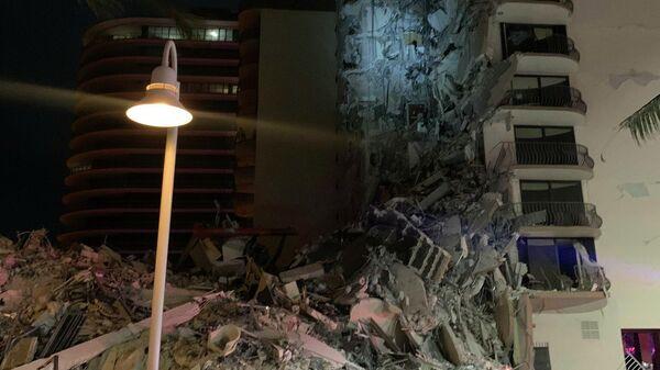 Частичное обрушение здания в городе Серфсайд под Майами (Флорида), США
