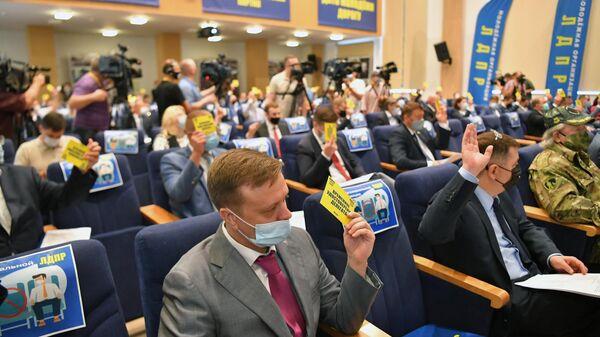 Делегаты во время голосования на XXIII cъезде ЛДПР в Москве