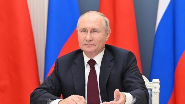 Президент РФ Владимир Путин во время беседы в формате видеоконференции с председателем КНР Си Цзиньпином