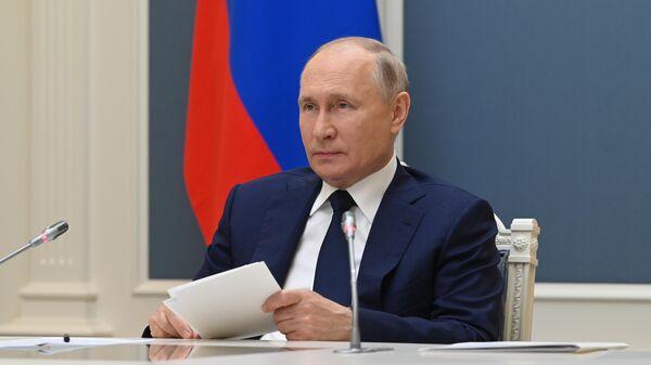 Президент РФ Владимир Путин принимает участие в режиме видеоконференции в пленарном заседании VIII Форума регионов России и Белоруссии