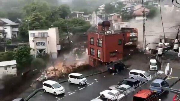 В японском Атами сошел мощный оползень