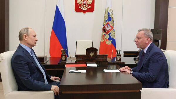 Президент РФ Владимир Путин и заместитель председателя правительства Юрий Борисов во время встречи