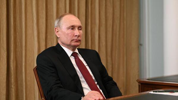 Президент РФ Владимир Путин во время встречи в Кемерово с губернатором Кемеровской области Сергеем Цивилевым