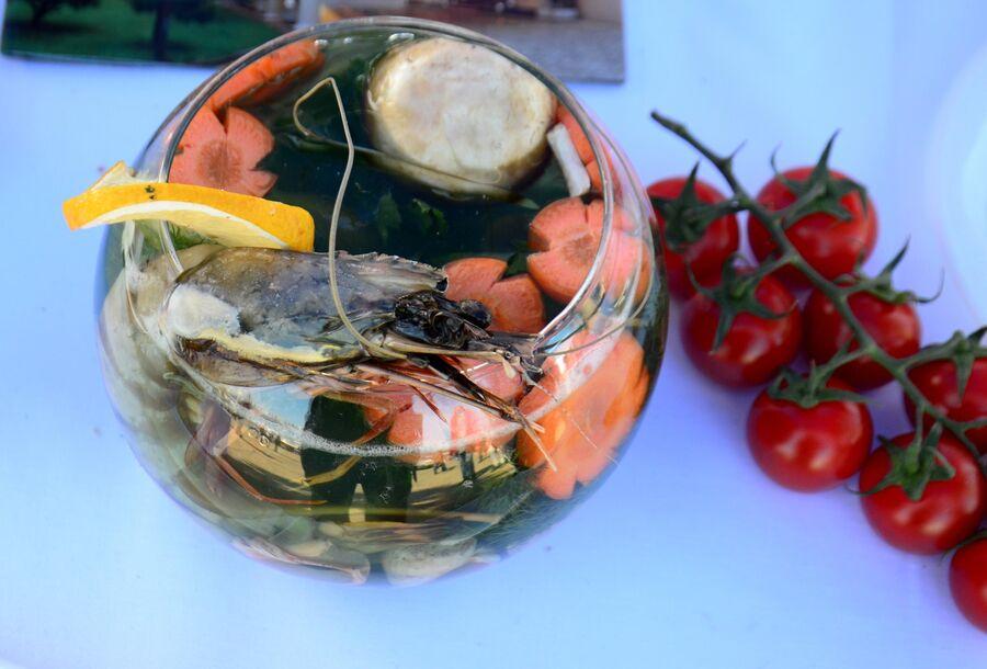 Блюдо из морепродуктов на рыбном фестивале в Батуми
