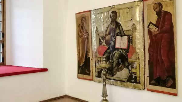Иконы в Суздальском кремле